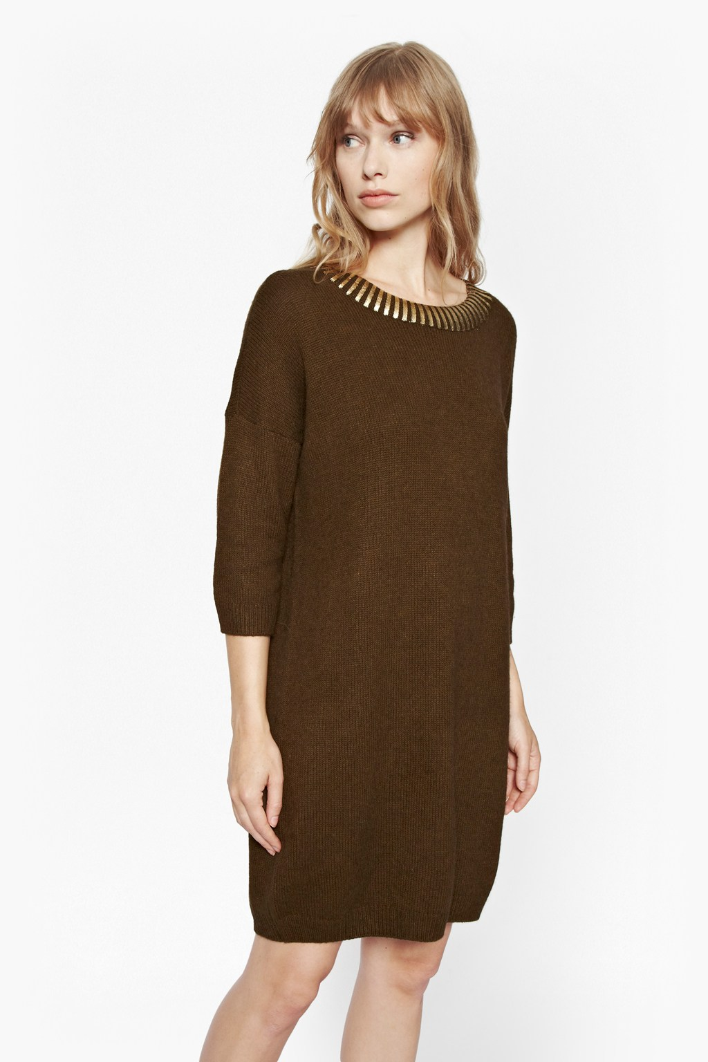 Jumper Dresses For those off duty dressing days when comfort is key, the jumper dress always saves the day! This throw-on-and-go piece is an absolute wardrobe essential no matter the season, so check out our on-trend jumper dresses now and add one of these cosy sweats to your basket.