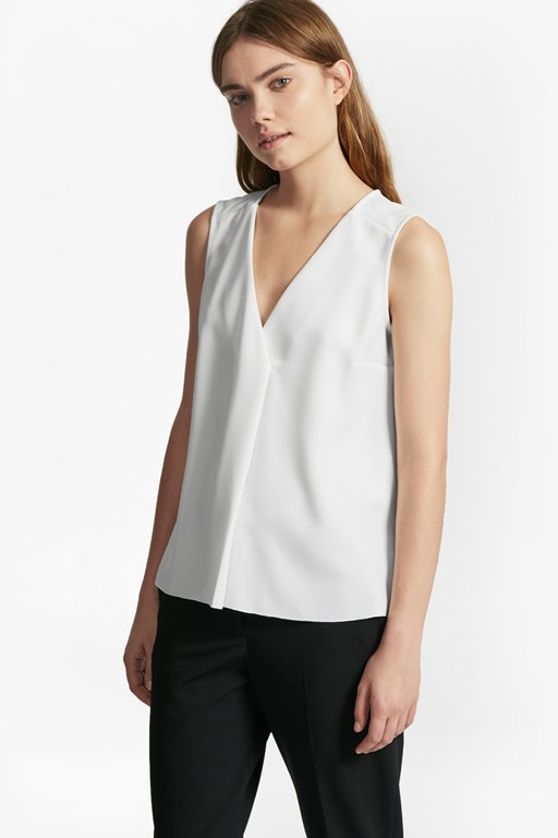 Complete the Look Arrow Crepe Sleeveless Blouse