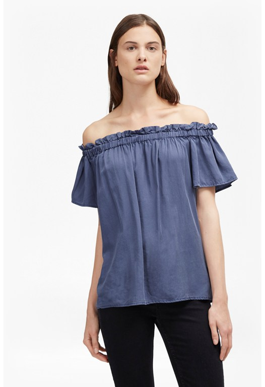Try the latest fashion trend of off the shoulder tops in the classic Bardot style! boohoo's collection includes a range of styles and colors, including off the shoulder peasant tops to sleek bodysuits.