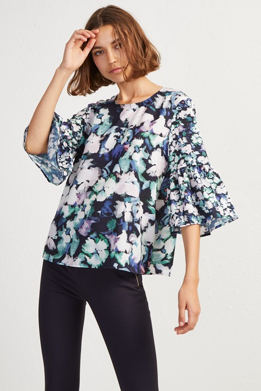 crepe dreda fluted sleeve top