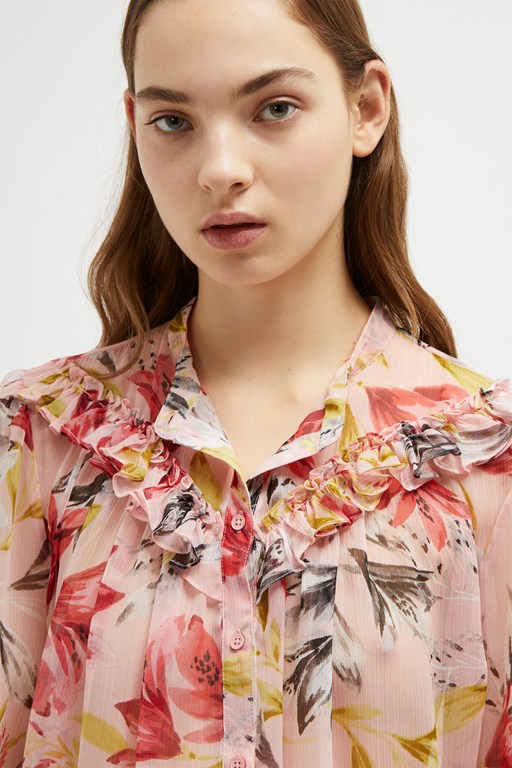 Complete the Look Floreta Crinkle Floral Blouse