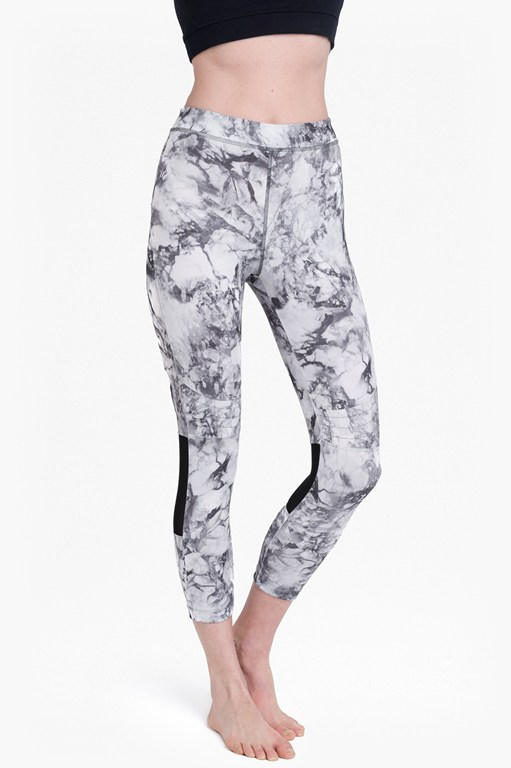 comfort stretch marble print cropped performance leggings
