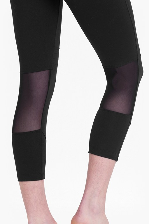 Complete the Look Comfort Stretch Cropped Performance Leggings