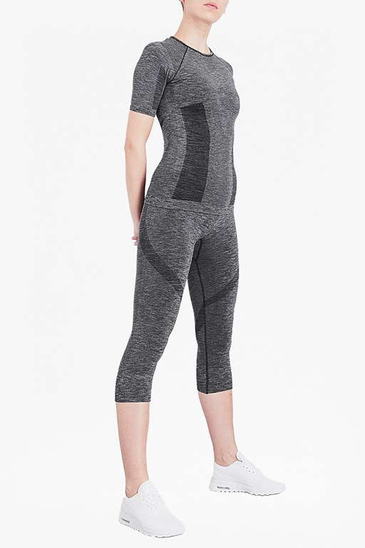 Complete the Look Moto Cross Seamless Cropped Leggings
