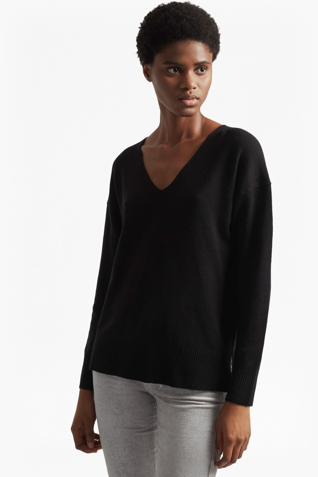 6463fa69131bb9 ... French Connection Della Vhari Long Sleeved V Neck Jumper clearance  prices 8be0b 3d725 ...