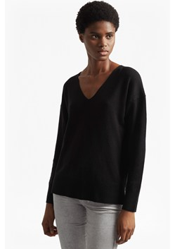 Della Vhari Long Sleeved V Neck Jumper