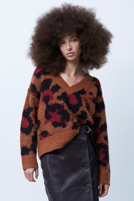 karmen animal print v neck jumper