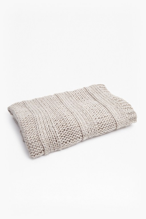 Complete the Look Thorn Supersoft Cable Throw
