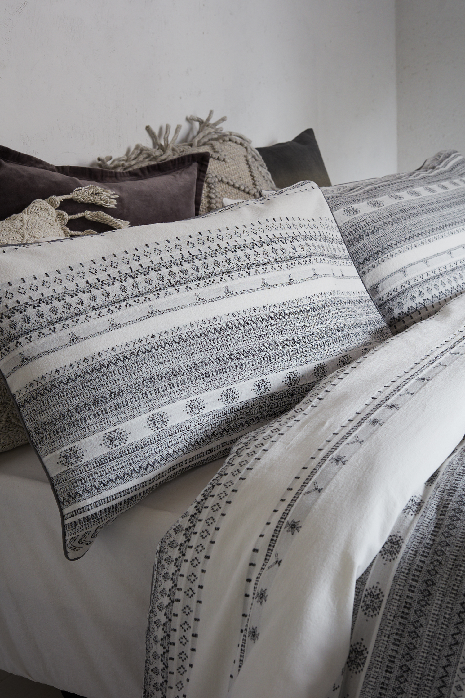 Lima King Size Bedding Set Collection French Connection