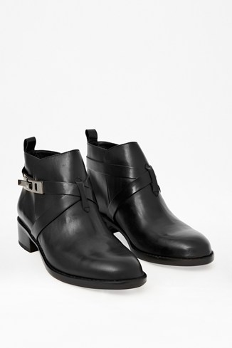 Yuri Low-Heeled Leather Boots
