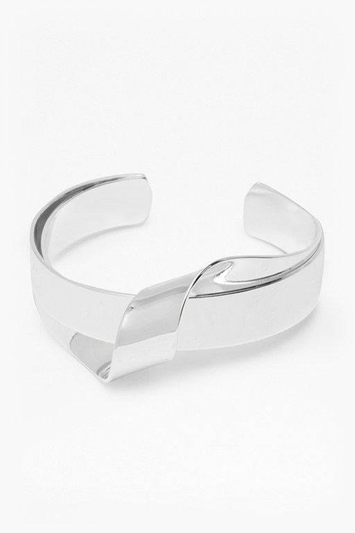 Complete the Look Core Ribbon Twist Bangle