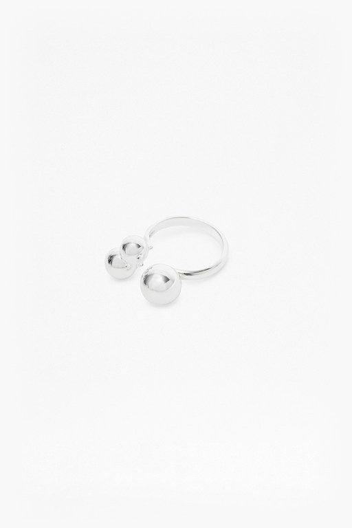 Complete the Look Pendulum Trio Sphere Ring