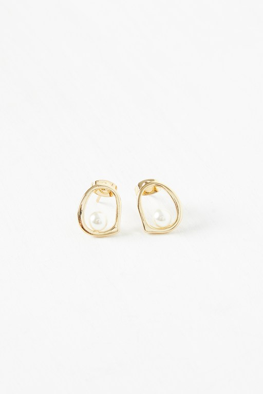 Complete the Look Mini Pearl Circle Earrings