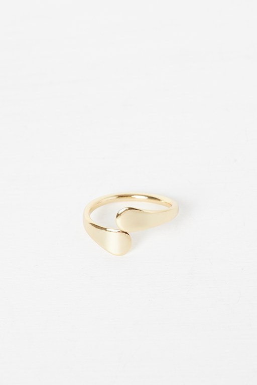 Complete the Look Swirl Ring